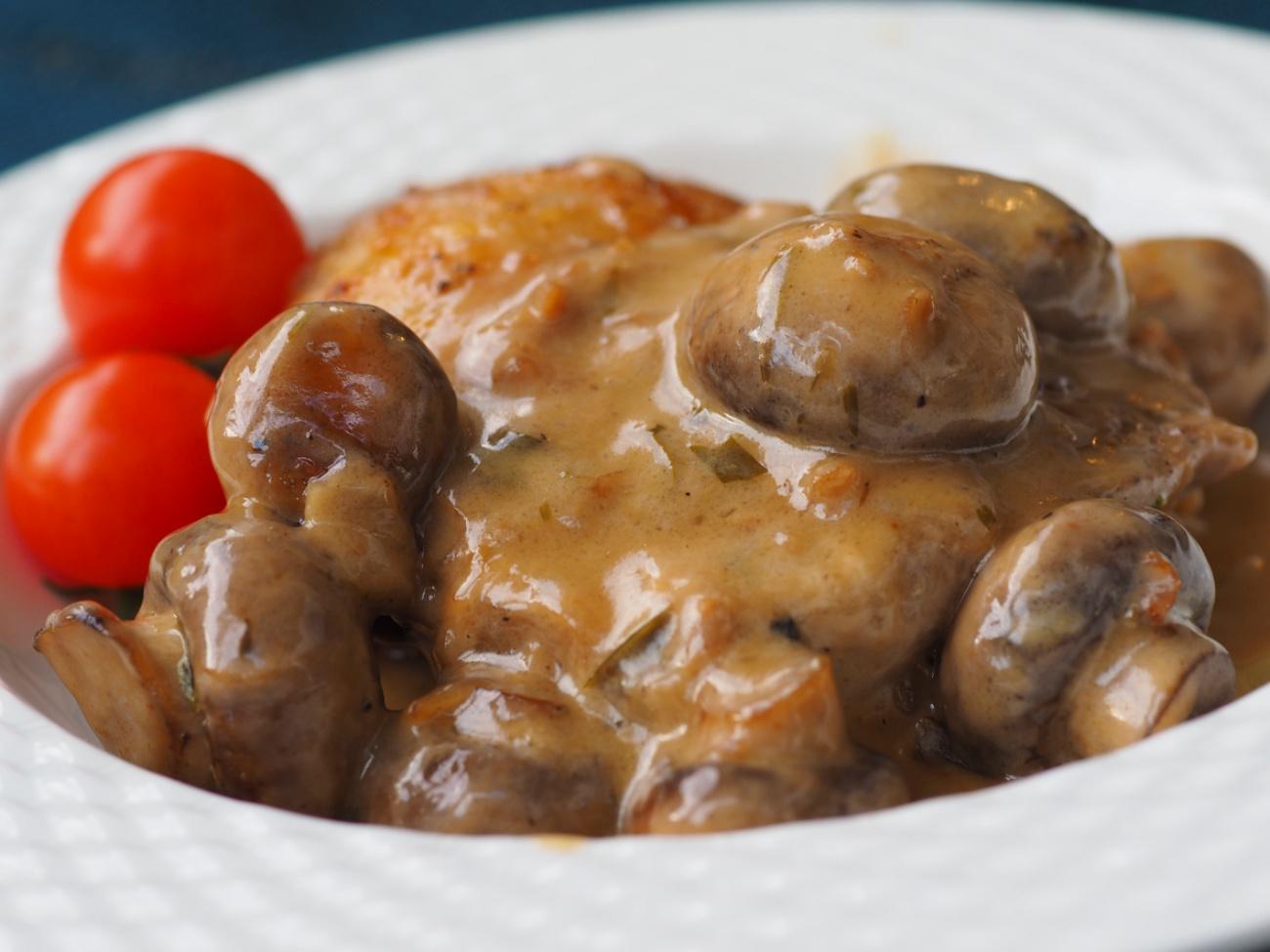 Braised chicken and mushrooms