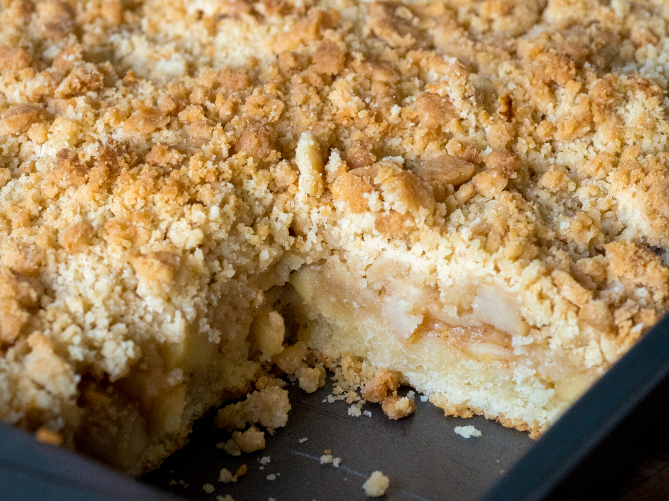 Apple Streusel Sheet Cake Horizontal 2