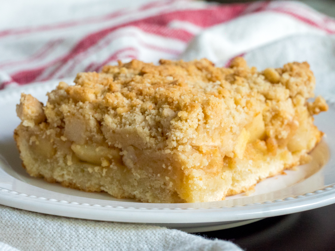 German Apple Streusel Sheet Cake 12 Tomatoes