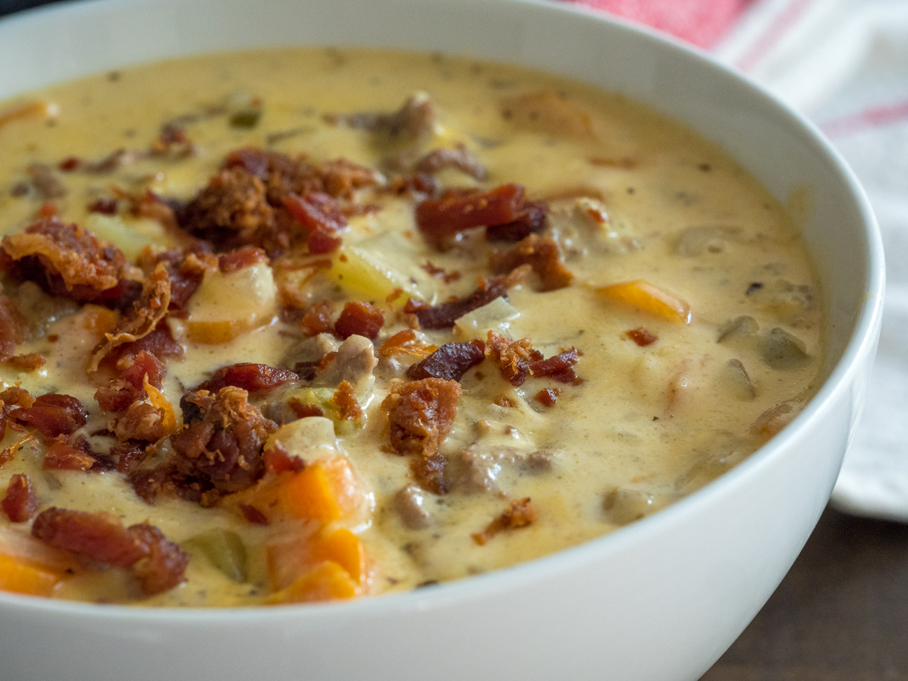 Extra Creamy Slow Cooker Cheeseburger Soup – 12 Tomatoes
