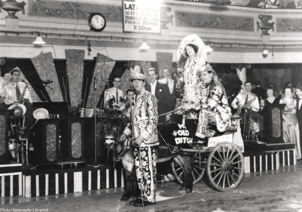 The Pearly Kings and Queens of London- Still Parading After GenerationsThe Pearly Kings and Queens of London- Still Parading After Generations