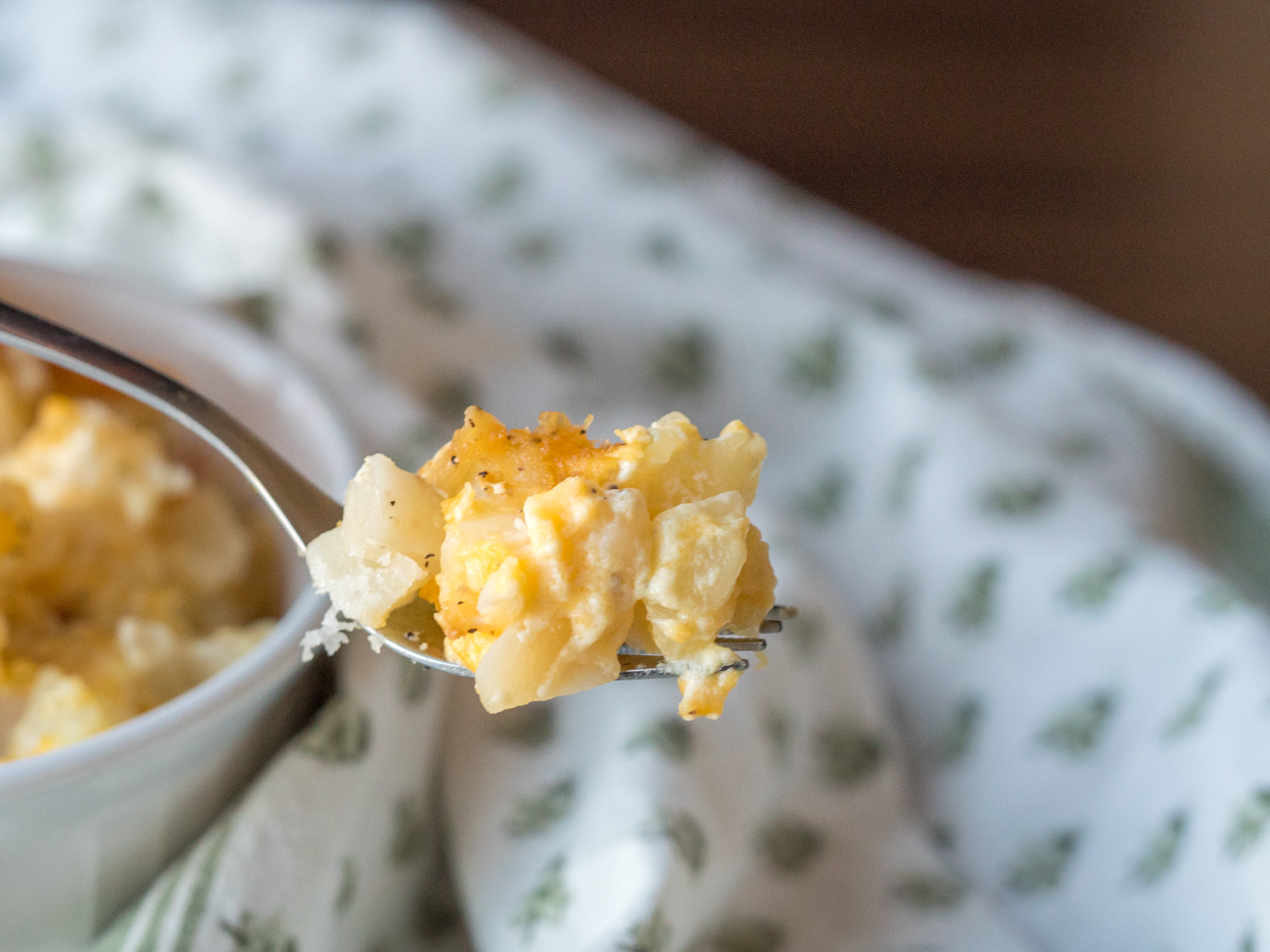 Cheesy Slow Cooker Potatoes Horizontal 12