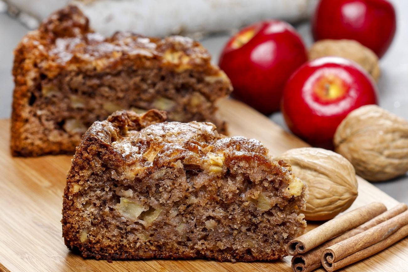 Cinnamon Apple Cake 12 Tomatoes