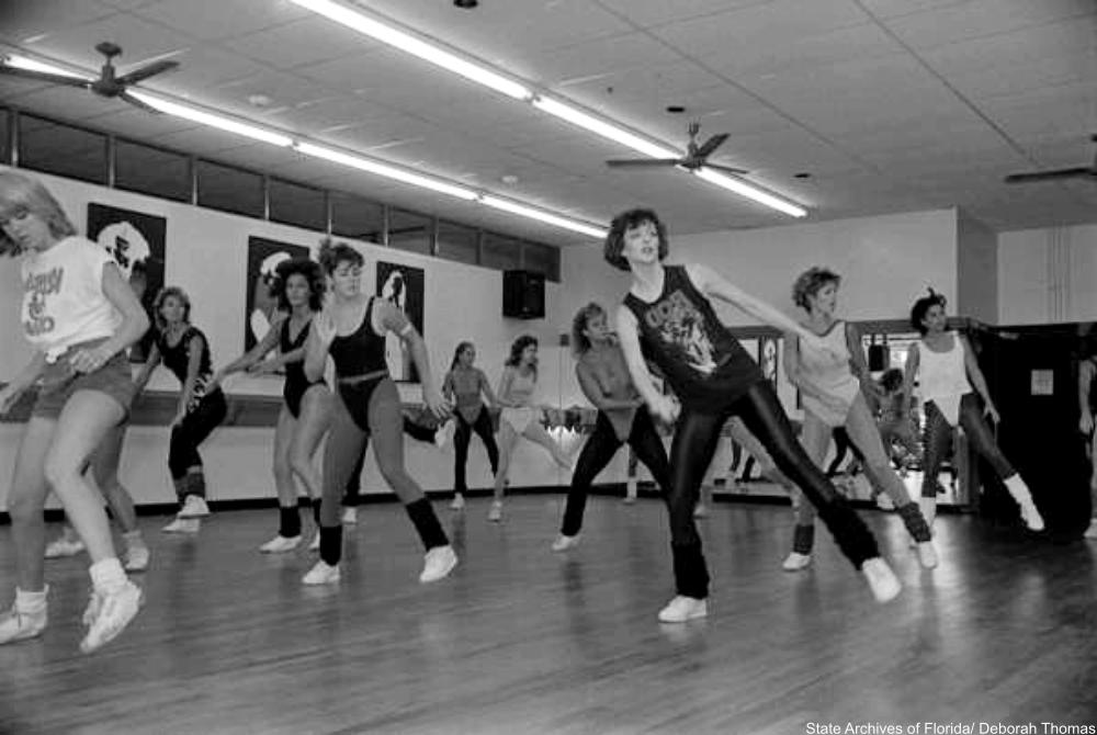 class full of women wearing leg warmers circa 1985