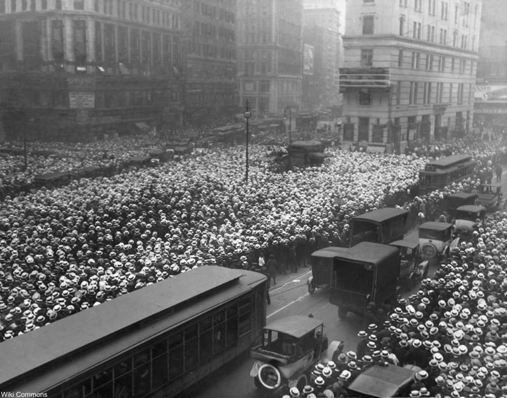 1921 men crowd the streets waiting for news of the boxing match between Jack Dempsey and Georges Carpentier