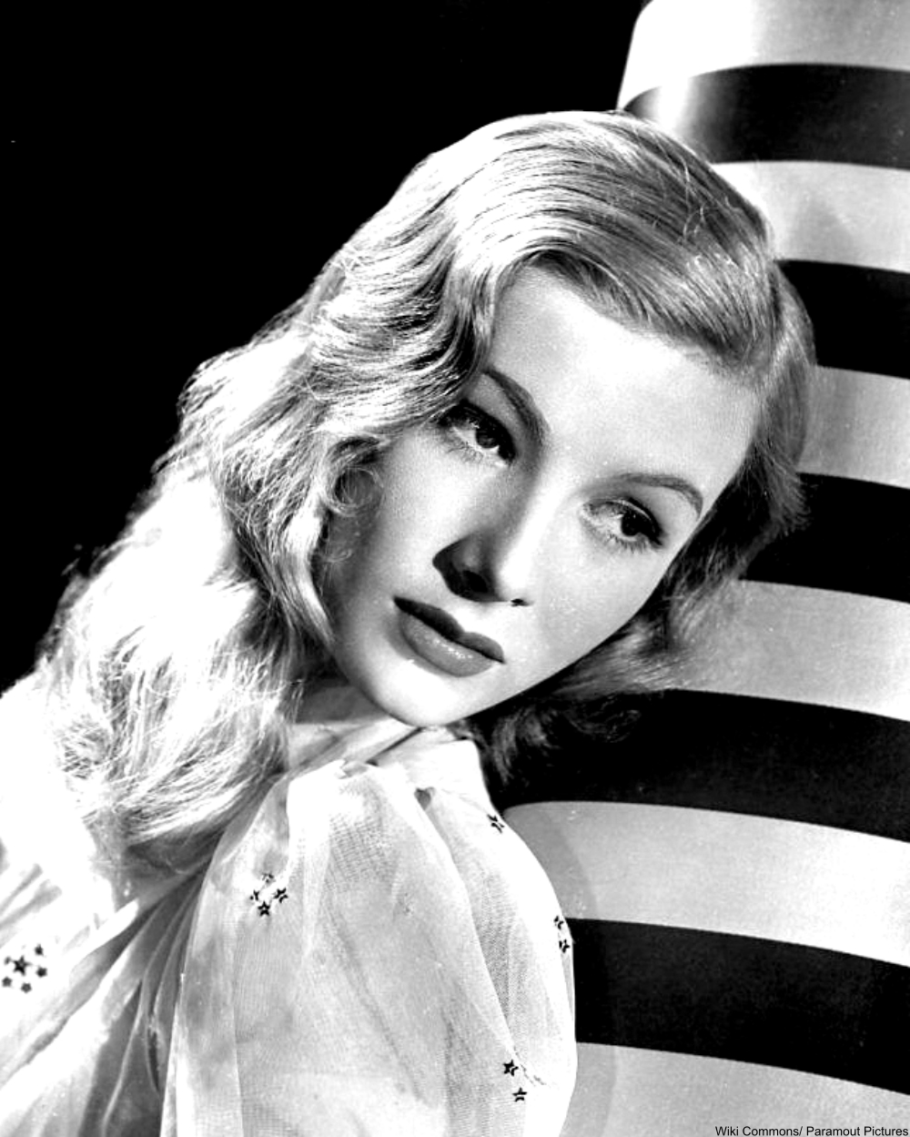 Veronica Lake 1940s publicity photo