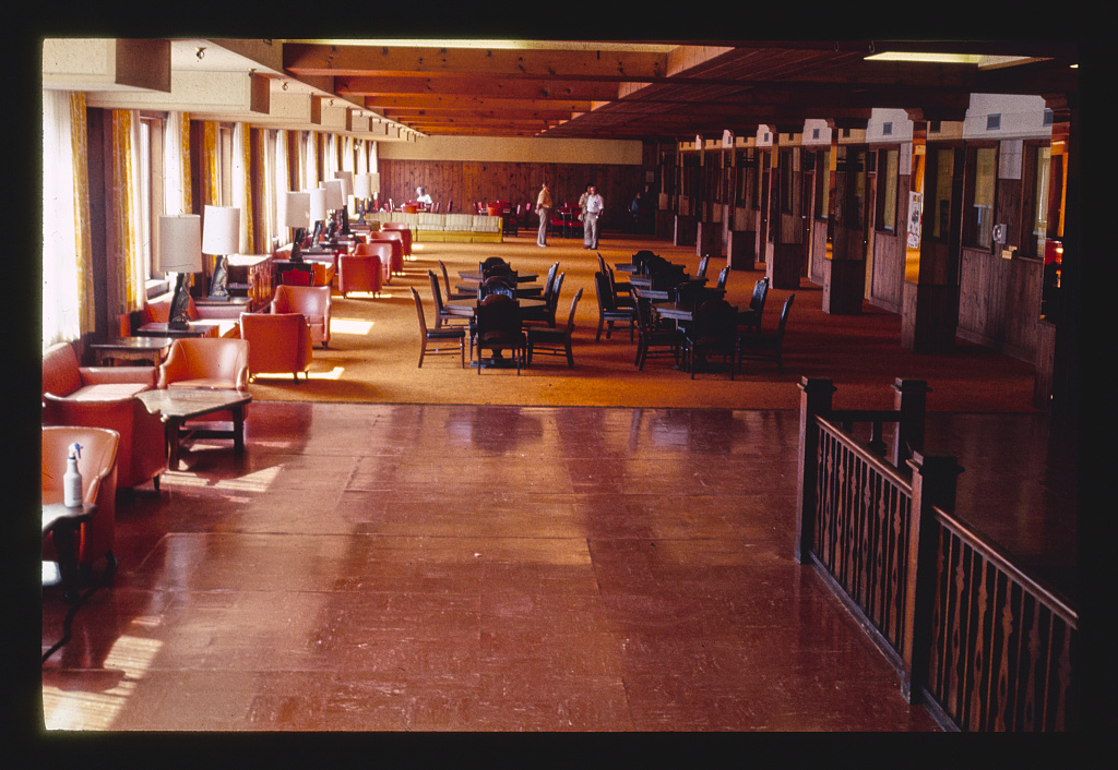 GROSSINGERS LOBBY BEFORE