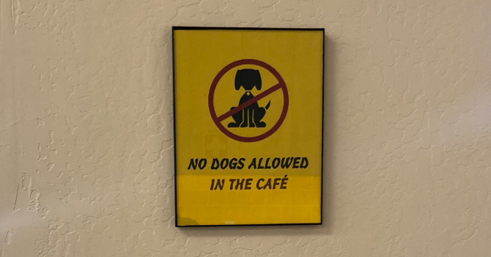 Source: Twitter/jaysc0 No dogs allowed in the cafe.