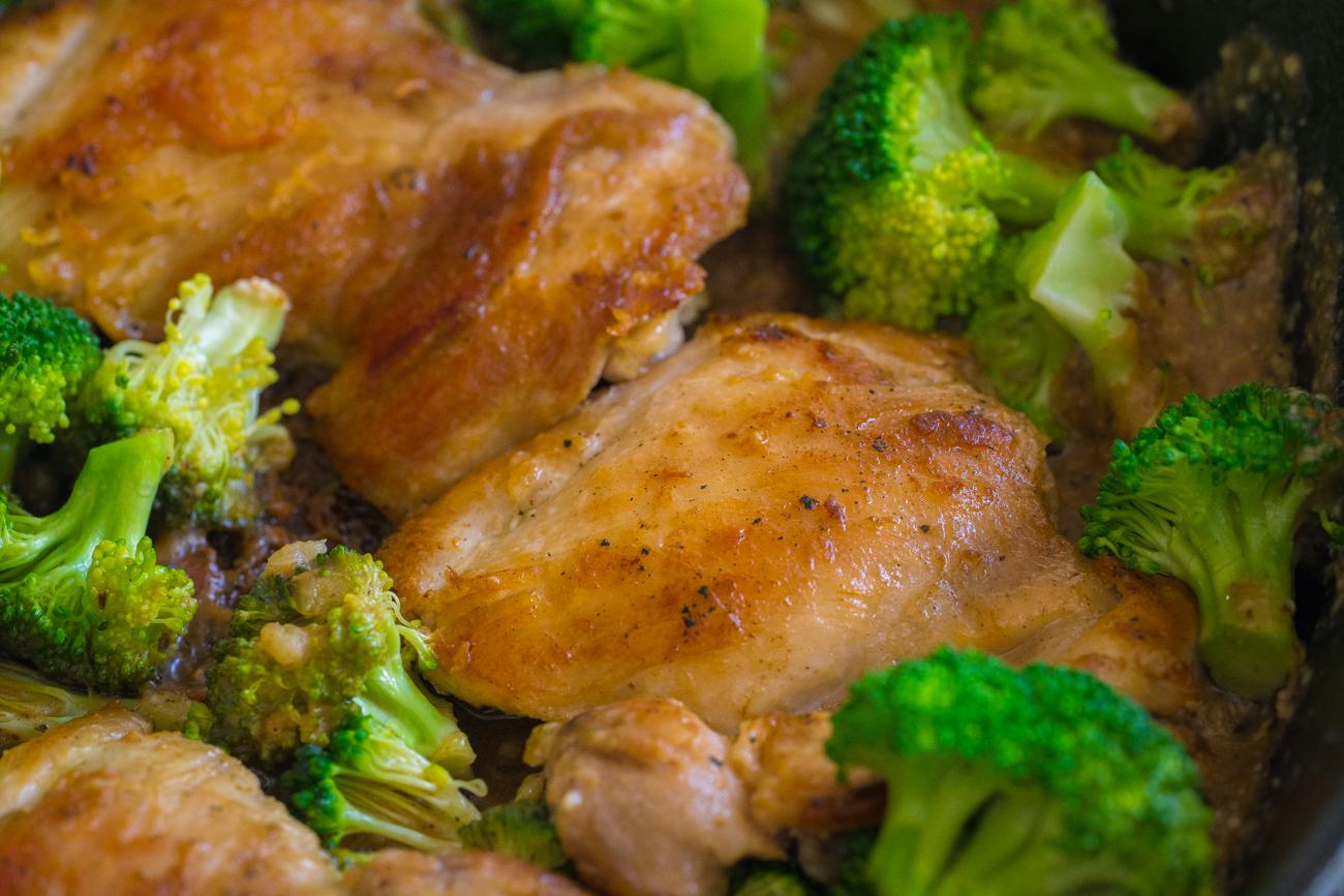 lemon_parmesan_chicken_broccoli_skillet_horizontal__1_of_7_