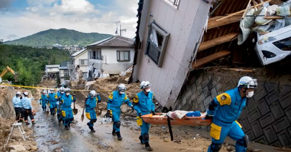 Source: YouTube/Cities of the World Rescuers remove the dead and wounded from the rubble of houses and infrastructure.