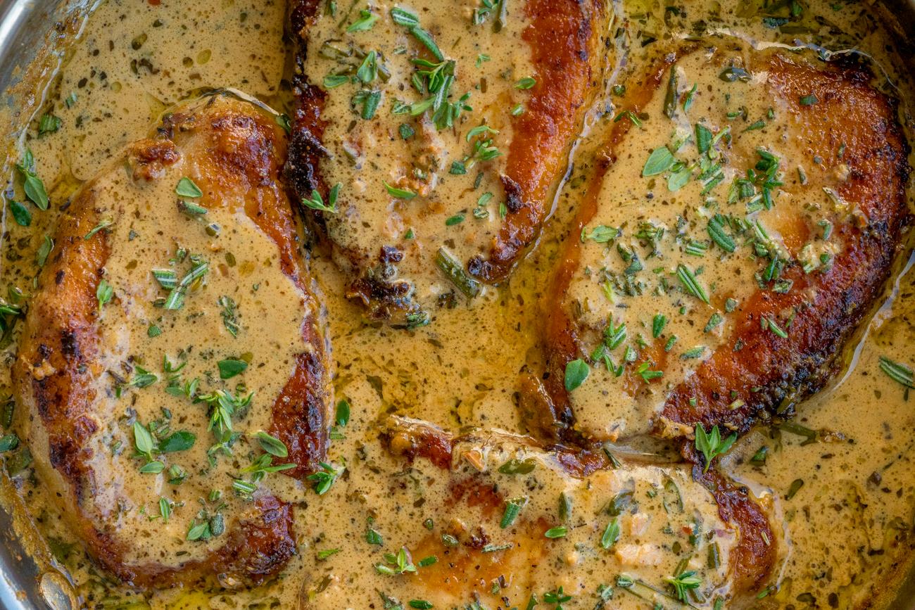 Garlic and Herb White Wine Pork Chop Skillet Horizontal (7 of 10)
