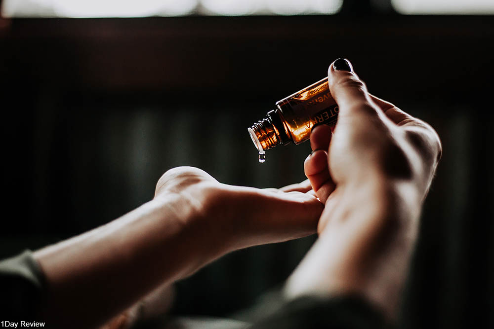 woman applying essential oil to her hands
