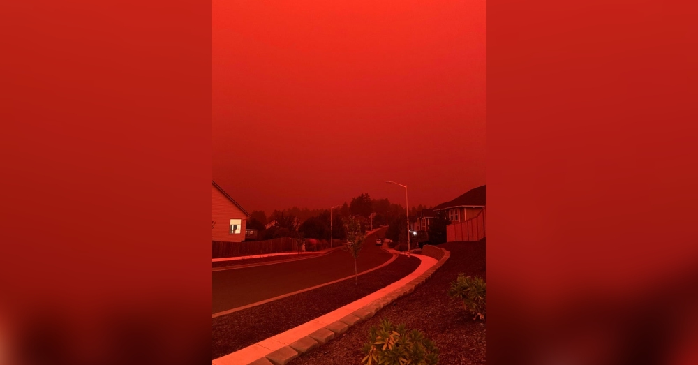 Red sky in Salem, Oregon due to the many fires along the coast.