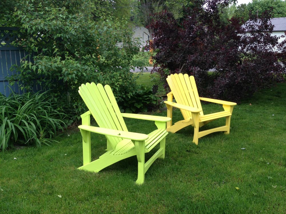 World War II Navy veteran Craig Allen has been building small Adirondack chairs for children.