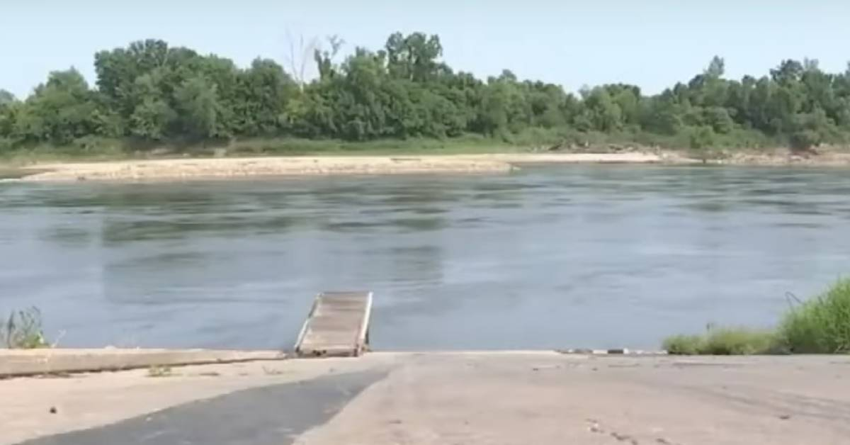 When Man Dumps Caged Dog Into Missouri River, A Good Samaritan Jumps In To Save Her